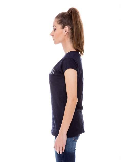 Granatowy t-shirt z nadrukiem LE MARAIS                                  zdj.                                  3