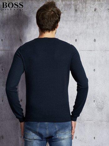 HUGO BOSS Granatowy sweter męski w serek                              zdj.                              2
