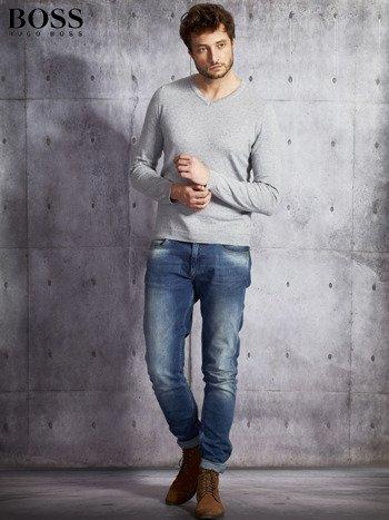 HUGO BOSS Szary sweter męski w serek                              zdj.                              4
