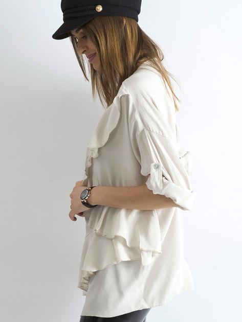 Jasnobeżowa luźna bluzka z asymetryczną falbaną                              zdj.                              3