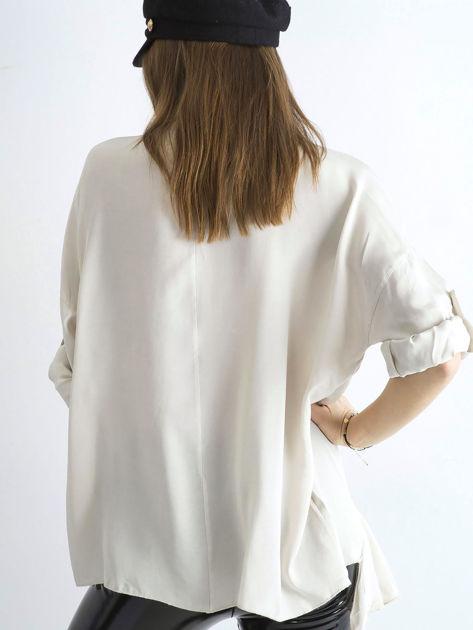 Jasnobeżowa luźna bluzka z asymetryczną falbaną                              zdj.                              2