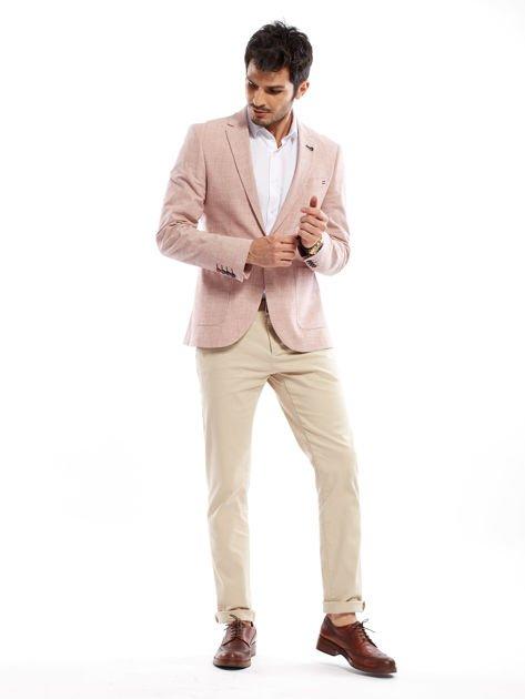 Jasnobeżowe spodnie męskie chinosy o prostym kroju                              zdj.                              11