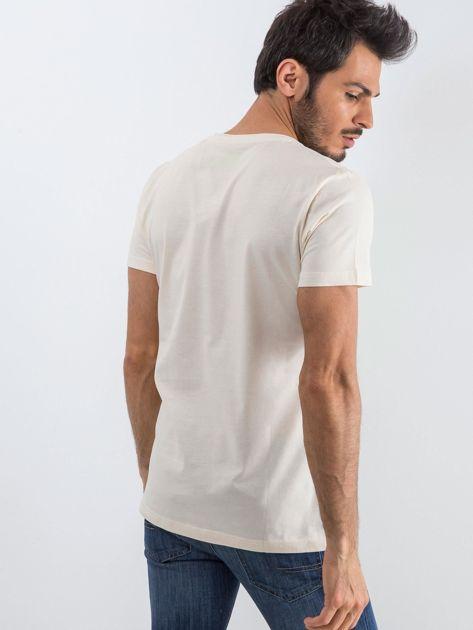 Jasnobeżowy męski t-shirt Public                              zdj.                              3