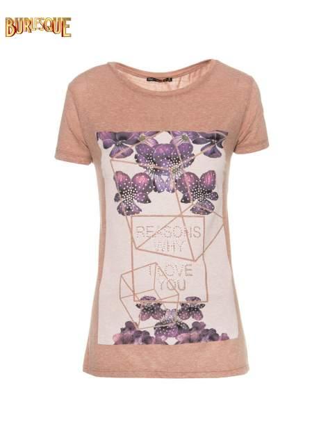 Jasnobordowy t-shirt z kwiatowym nadrukiem zdobionym dżetami                                  zdj.                                  8