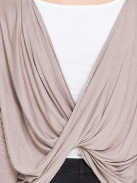 Jasnobrązowa bluzka z węzłowym dekoltem na plecach                                  zdj.                                  8