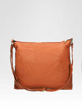 Jasnobrązowa pikowana torebka na ramię                                  zdj.                                  4
