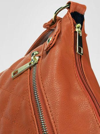 Jasnobrązowa pikowana torebka na ramię                                  zdj.                                  7