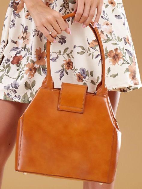 Jasnobrązowa skórzana torba damska z ozdobnym zapięciem                              zdj.                              2