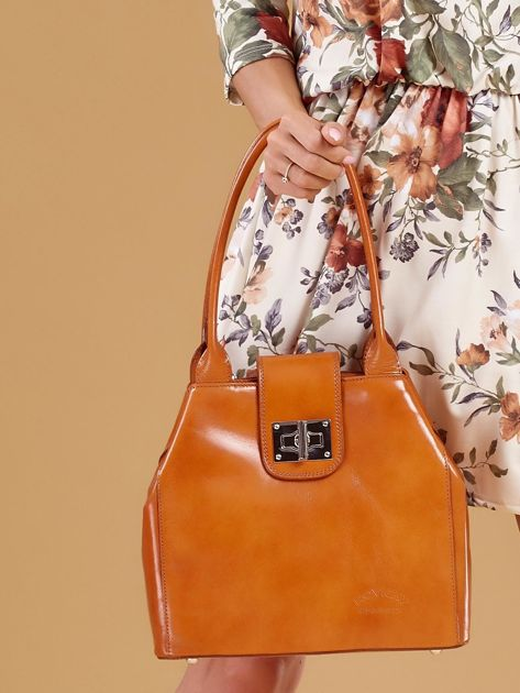 Jasnobrązowa skórzana torba damska z ozdobnym zapięciem                              zdj.                              4