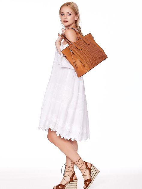 Jasnobrązowa torba shopper z ażurowaniem i odpinanym paskiem                              zdj.                              2