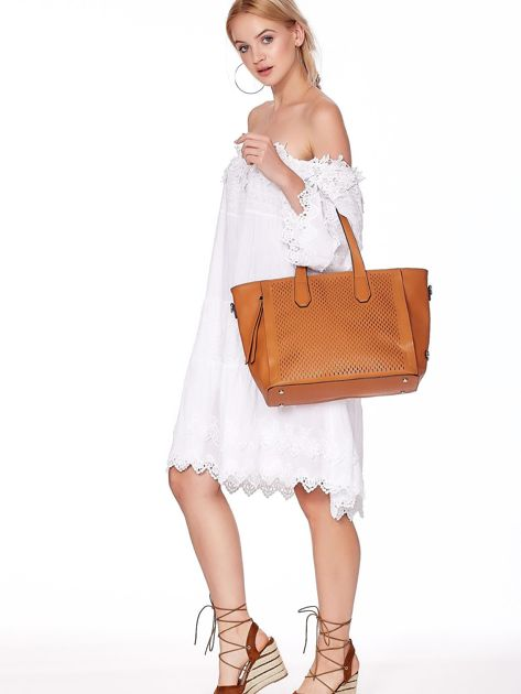 Jasnobrązowa torba shopper z ażurowaniem i odpinanym paskiem                              zdj.                              4