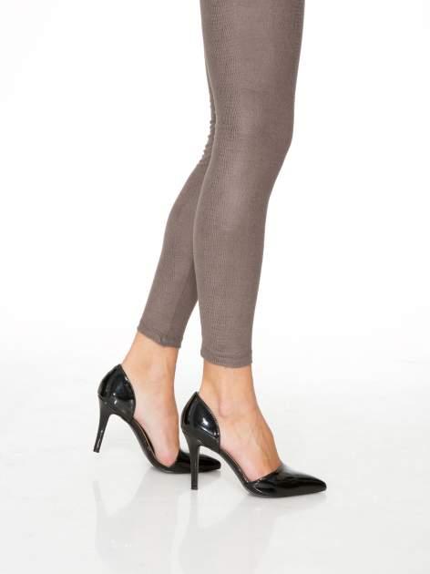 Jasnobrązowe legginsy z efektem skóry krokodyla                                  zdj.                                  8