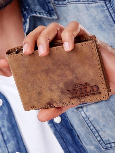 Jasnobrązowy portfel męski z przetarciami