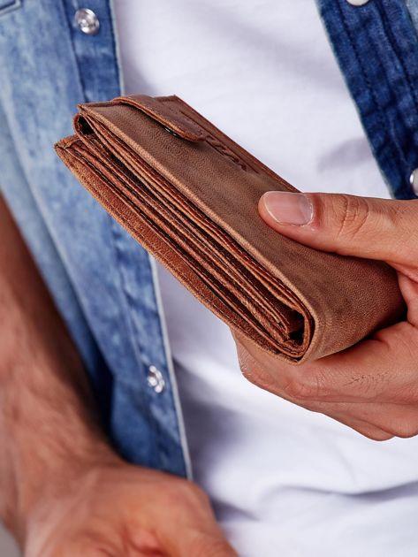 Jasnobrązowy portfel męski ze skóry zapinany na zatrzask                              zdj.                              8