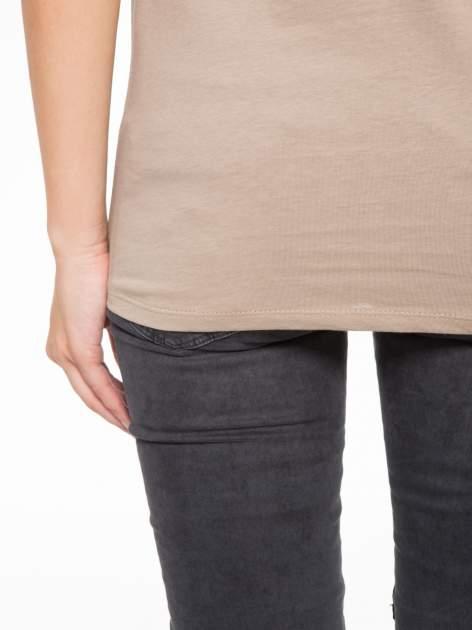 Jasnobrązowy t-shirt z fotografią drogi i napisem ADVENTURE                                  zdj.                                  9