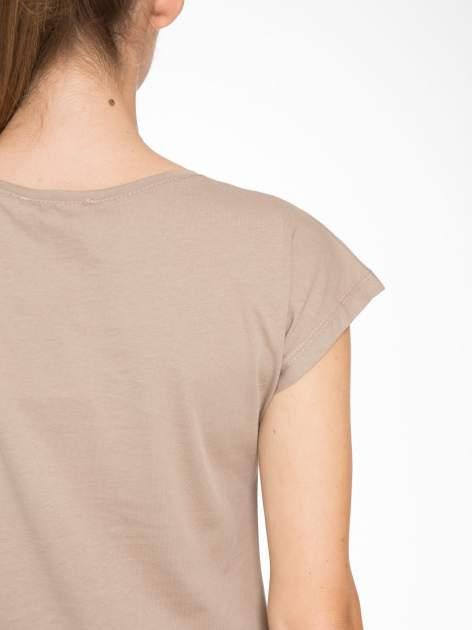 Jasnobrązowy t-shirt z motywem zwierzęcym                                  zdj.                                  8
