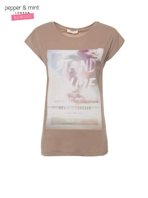 Jasnobrązowy t-shirt z napisem STAND BY ME                                  zdj.                                  2