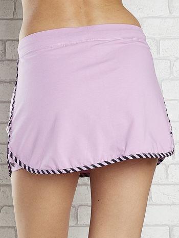 Jasnofioletowa spódnica dresowa z kieszonką na suwak                                  zdj.                                  6