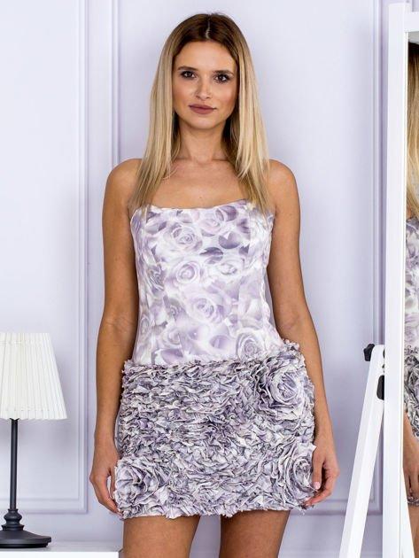 Jasnofioletowa sukienka w grochy z ozdobną spódnicą                                  zdj.                                  1