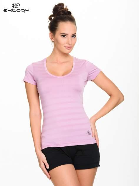 Jasnofioletowy damski t-shirt sportowy w paski                                  zdj.                                  1