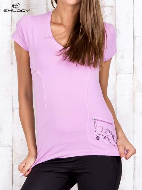Jasnofioletowy gładki t-shirt modelujący w sportowym stylu                                  zdj.                                  1