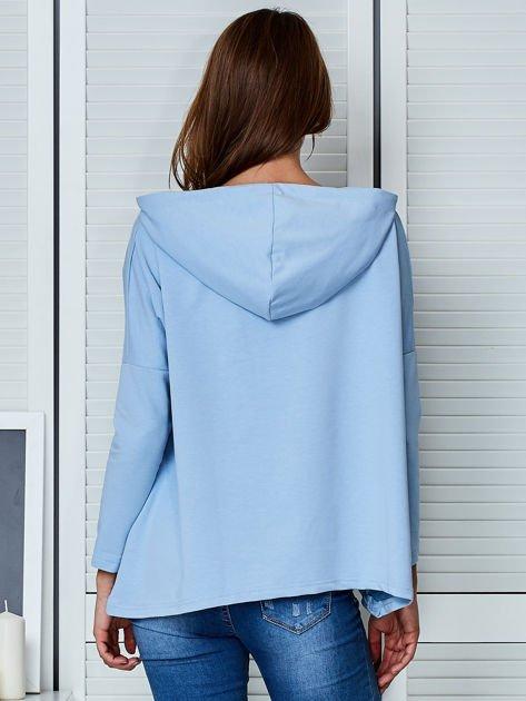 Jasnoniebieska bluza z kapturem i wstążką                                  zdj.                                  2