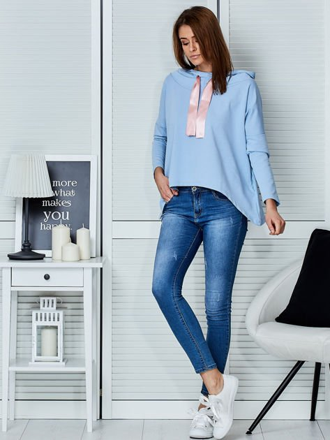 Jasnoniebieska bluza z kapturem i wstążką                                  zdj.                                  4
