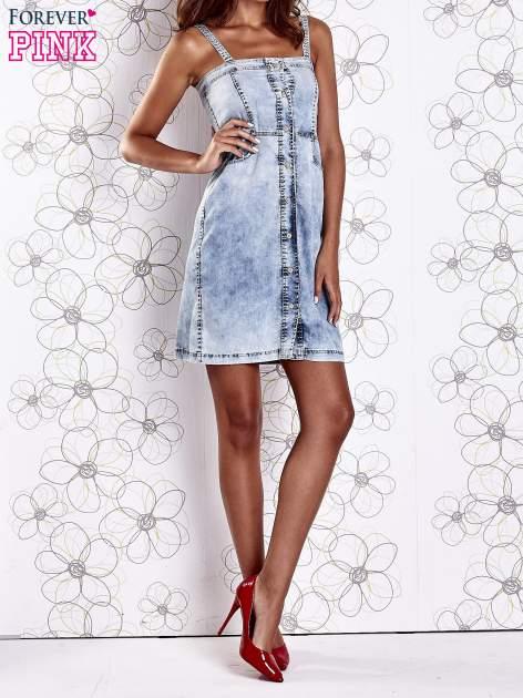 Jasnoniebieska dekatyzowana sukienka jeansowa z kieszeniami                                  zdj.                                  9