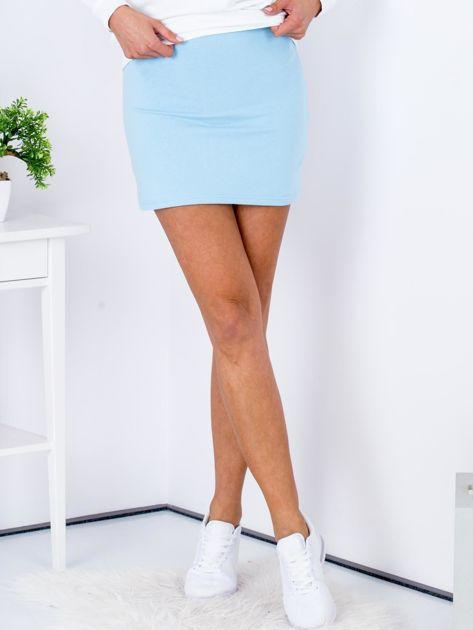 Jasnoniebieska dresowa spódnica mini                              zdj.                              1