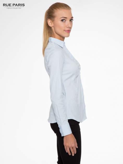 Jasnoniebieska elegancka koszula z marszczeniem przy dekolcie                                  zdj.                                  3