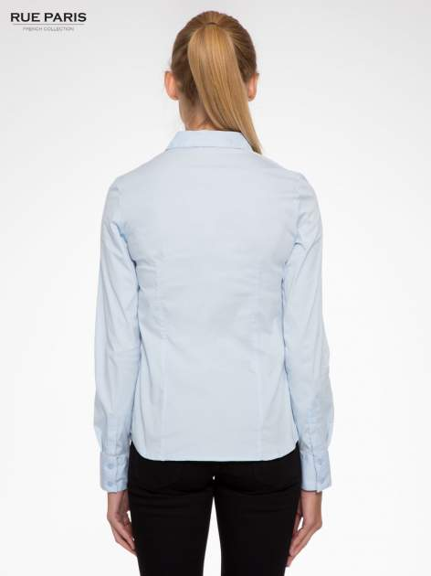 Jasnoniebieska elegancka koszula z marszczeniem przy dekolcie                                  zdj.                                  4