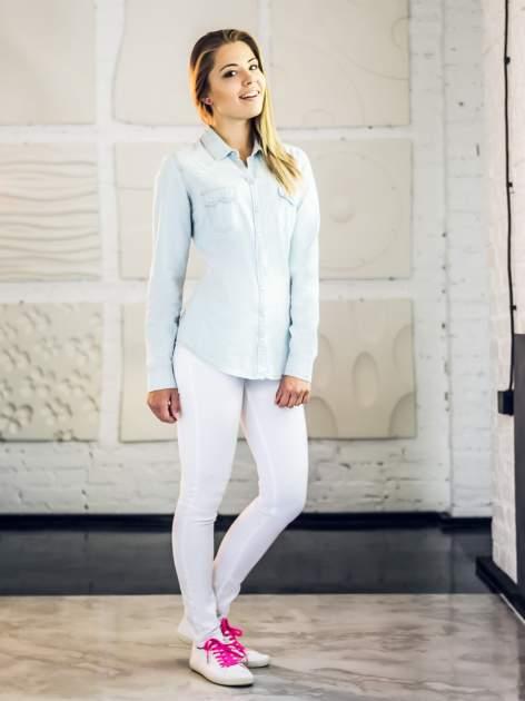 Jasnoniebieska klasyczna koszula jeansowa z długim rękawem                                  zdj.                                  4