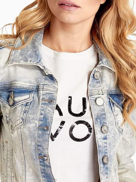 Jasnoniebieska kurtka jeansowa damska marmurkowa z kieszeniami na patki                                  zdj.                                  5
