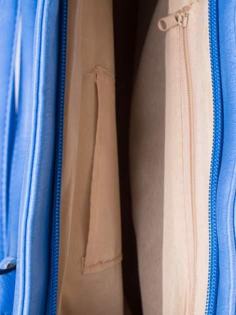 Jasnoniebieska miejska torba z ozdobnymi klamrami                                  zdj.                                  5