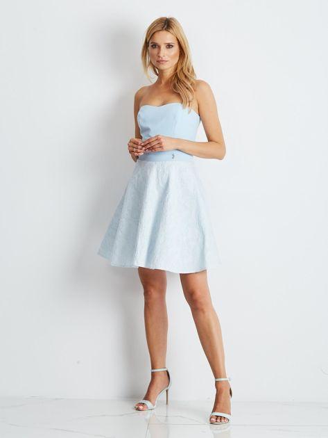 Jasnoniebieska rozkloszowana sukienka bez ramiączek                              zdj.                              4