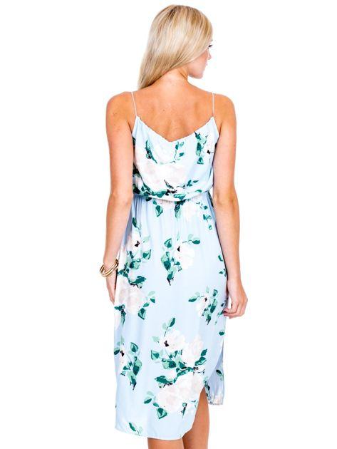 Jasnoniebieska sukienka w kolorowe kwiaty                              zdj.                              2