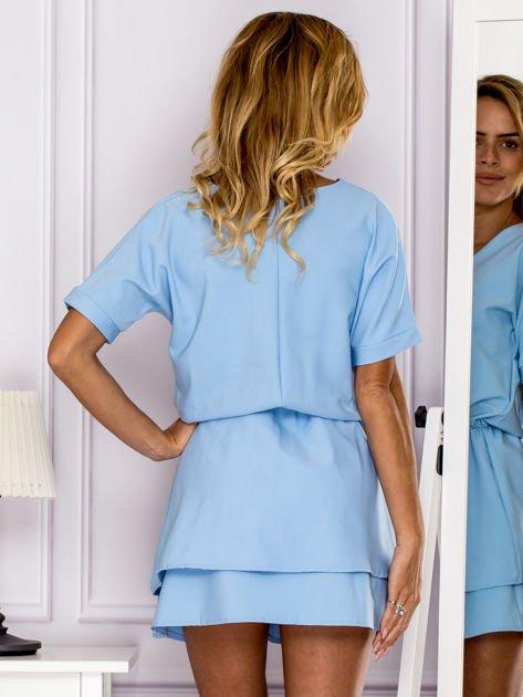 Jasnoniebieska sukienka z gumką w pasie                               zdj.                              2