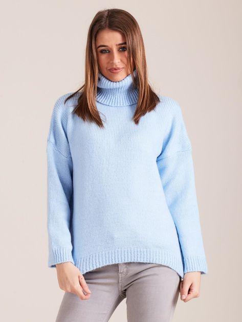 Jasnoniebieski miękki sweter z golfem                              zdj.                              1