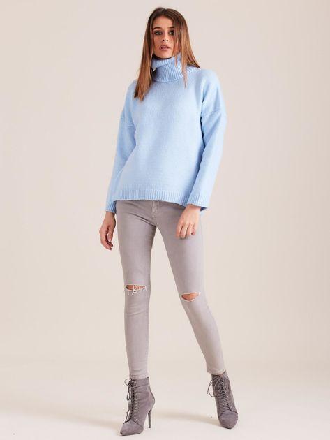 Jasnoniebieski miękki sweter z golfem                              zdj.                              4