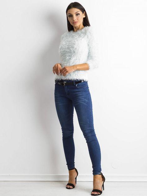 Jasnoniebieski sweter z długim włosem i cekinami                              zdj.                              4