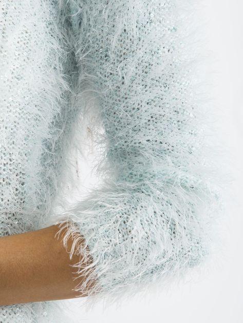 Jasnoniebieski sweter z długim włosem i cekinami                              zdj.                              6