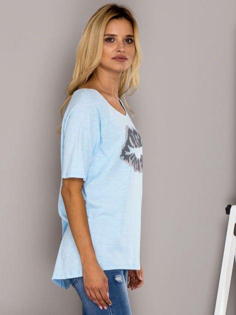 Jasnoniebieski t-shirt z nadrukiem ust                                  zdj.                                  3