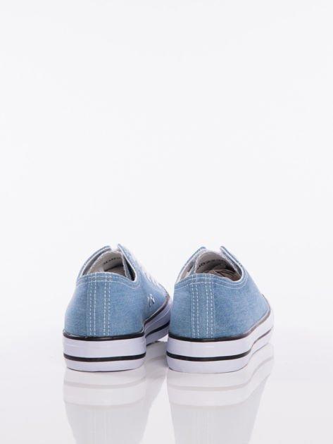 Jasnoniebieskie denim jeansowe trampki na białej podeszwie                              zdj.                              3