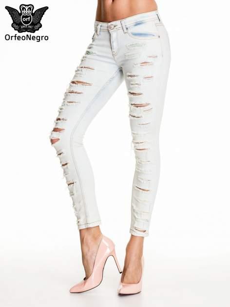 Jasnoniebieskie dopasowane spodnie trash jeans