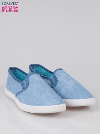 Jasnoniebieskie jeansowe buty slip on                                  zdj.                                  2