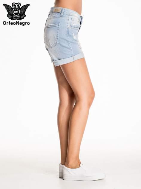 Jasnoniebieskie jeansowe szorty z przetarciem                                  zdj.                                  4