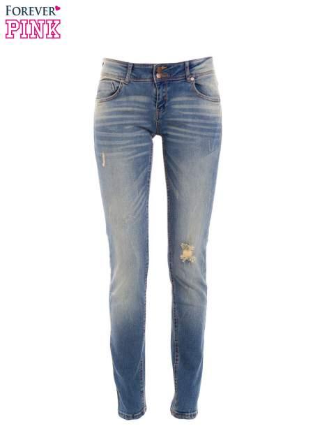 Jasnoniebieskie jeansy rurki z dziurą na kolanie                                  zdj.                                  1