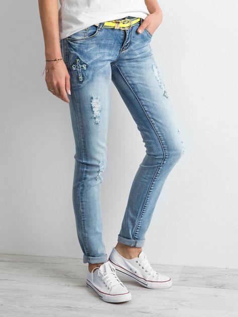 Jasnoniebieskie jeansy z aplikacjami                              zdj.                              2