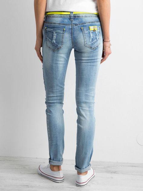 Jasnoniebieskie jeansy z aplikacjami                              zdj.                              3