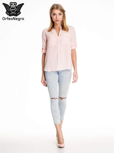 Jasnoniebieskie marmurkowe spodnie skinny jeans z rozdarciami na kolanach                                  zdj.                                  2